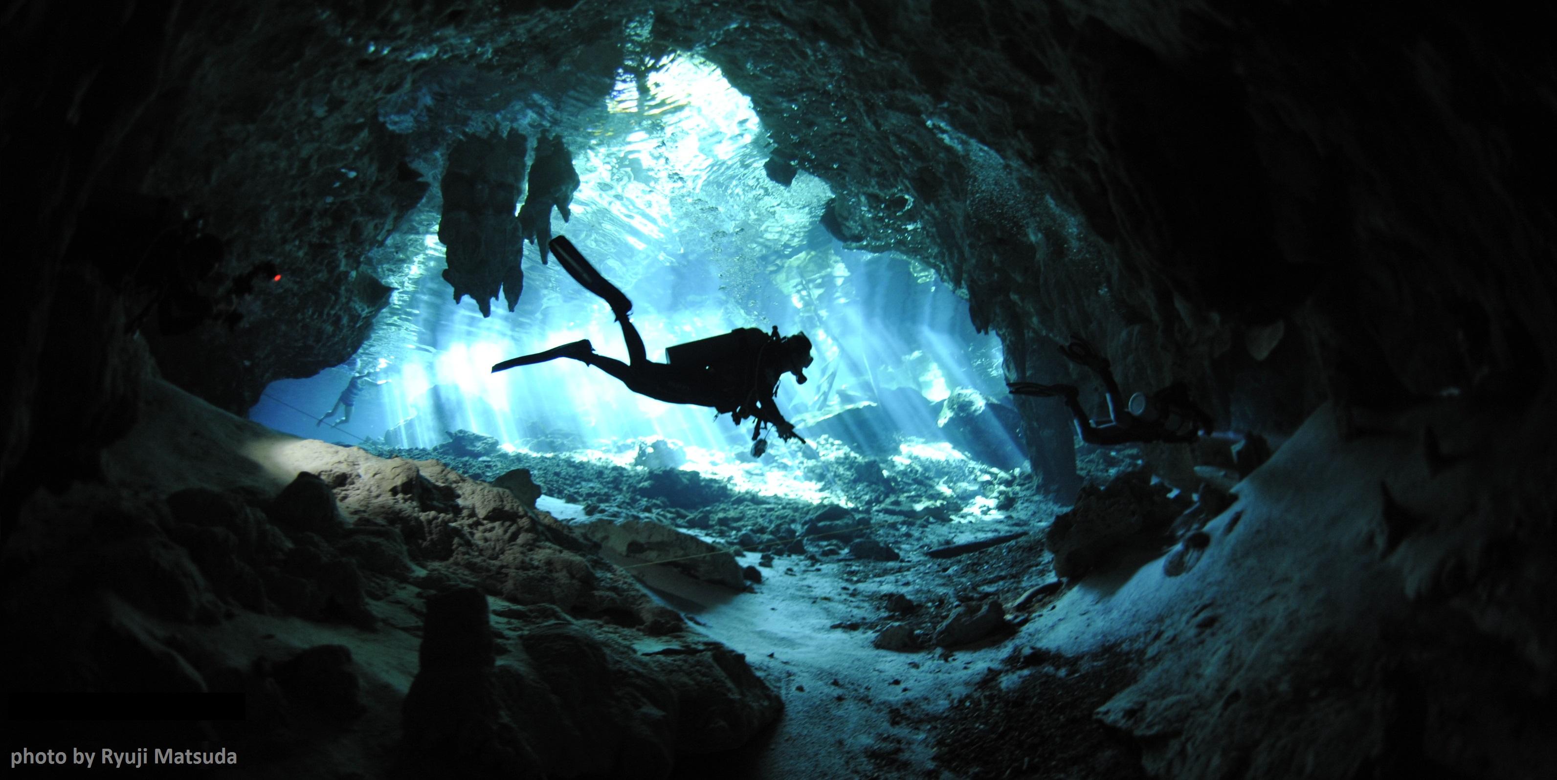 photo hd du site de plongée sous marine Gran Cenote au mexique dans la peninsule du yucatan