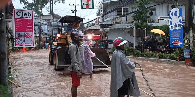les routes de koh tao détruites par les innondations innondations