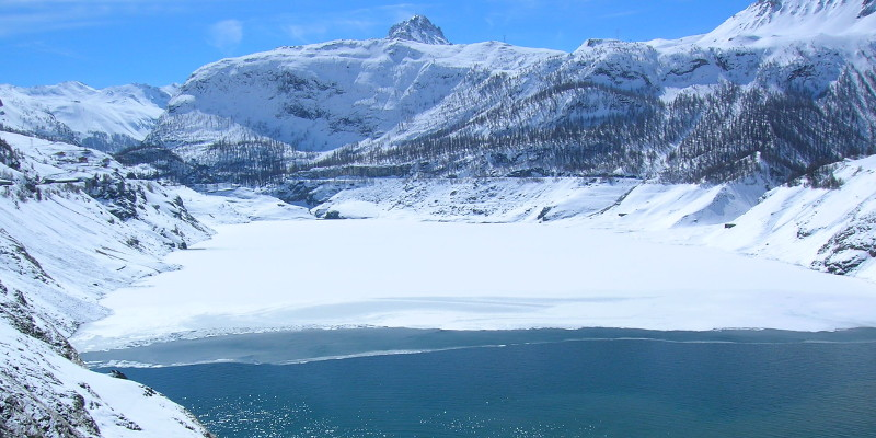 Tignes lake in winter, ice diving