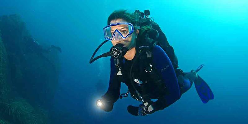 plongeur sous marin