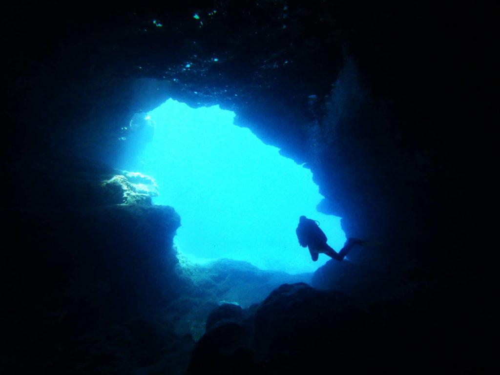 comino caves plongée comino